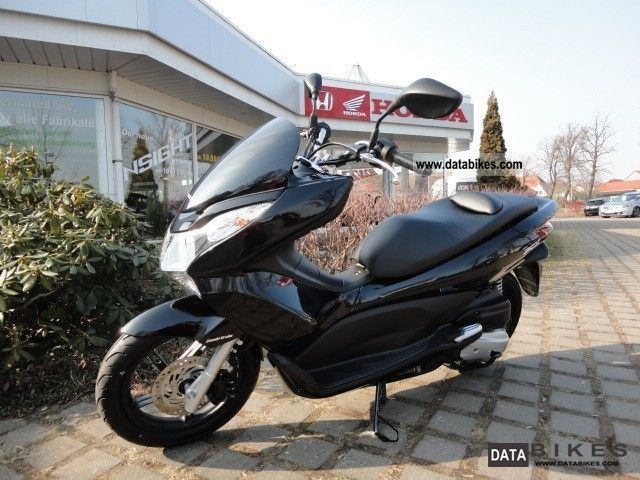 2011 Honda  WW125EX2A Motorcycle Scooter photo