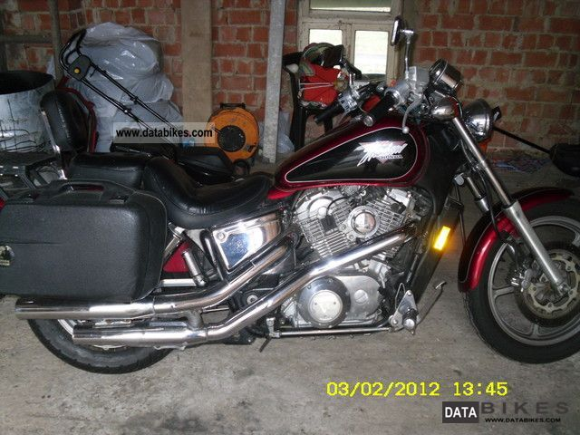 1993 Honda  vt 1100 Motorcycle Chopper/Cruiser photo