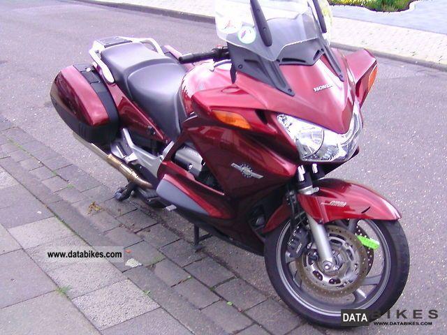 2005 Honda  Pan European Motorcycle Tourer photo