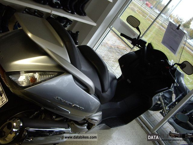 Honda  FJS 600 Silver Wing ABS 2010 Scooter photo
