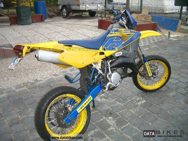 2004 husqvarna sm 125 motorcycle super moto photo 1 picture to pin on pinterest thepinsta. Black Bedroom Furniture Sets. Home Design Ideas