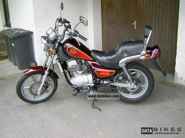 1999 hyosung gf 125 motorcycle lightweight motorcyclemotorbike photo