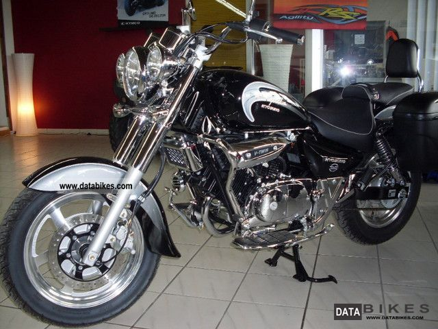 2011 Hyosung  GV 125 Classic Motorcycle Chopper/Cruiser photo