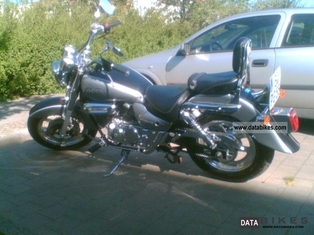 2004 Hyosung  GM 125 Motorcycle Chopper/Cruiser photo
