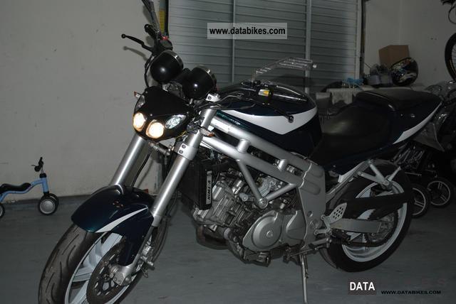 Hyosung  GT650 2005 Naked Bike photo