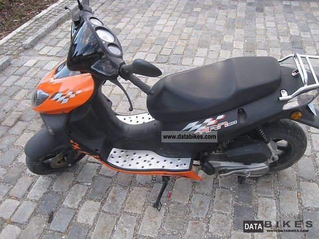 2011 Keeway  Sports Motorcycle Motor-assisted Bicycle/Small Moped photo