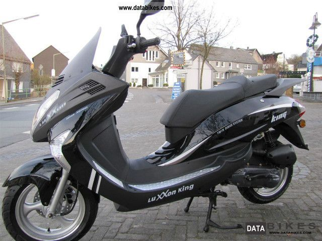 Keeway  Luxxon King 50 / 50cc scooter with large 2011 Scooter photo
