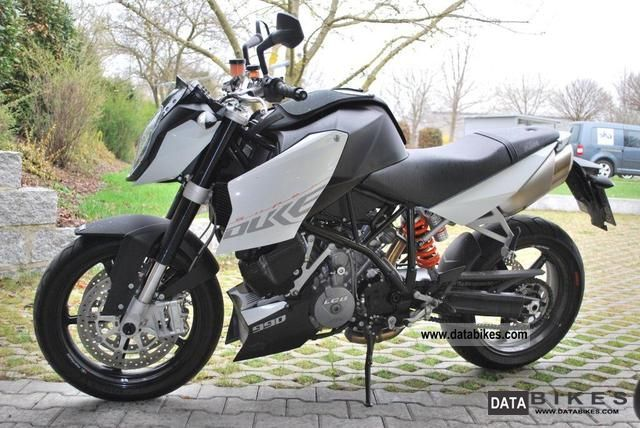 KTM  Super Duke 2009 Naked Bike photo
