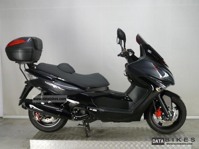 2010 Kymco  Xciting 500i R Motorcycle Scooter photo