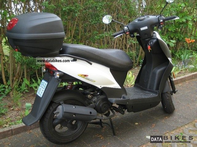2010 Kymco  Agility 50 One (including various accessories) Motorcycle Scooter photo