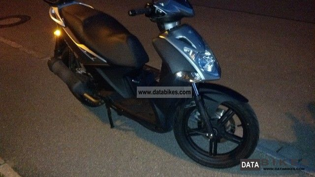 2011 Kymco  Agility City Motorcycle Scooter photo