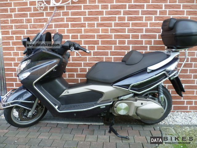 2005 Kymco  Xciting 500 Motorcycle Scooter photo