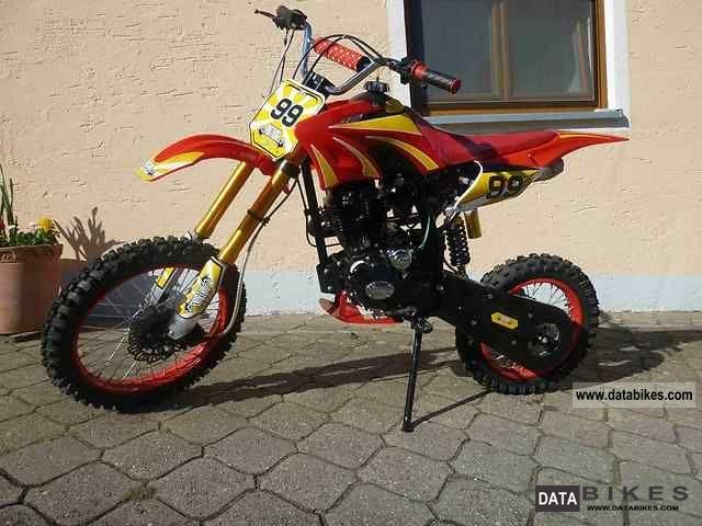 2011 Lifan  Cc pitbike 250 (Honda replica) Motorcycle Rally/Cross photo