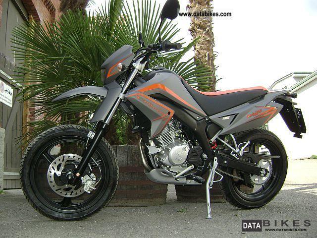 2011 Malaguti  X3M Motard Motorcycle Lightweight Motorcycle/Motorbike photo