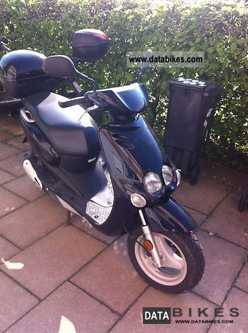 1997 MBK  * Top case * Ovetto Insured * Good Condition Motorcycle Scooter photo