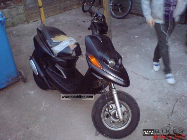 MBK  Booster Year 2002 cheat roller 2002 Scooter photo