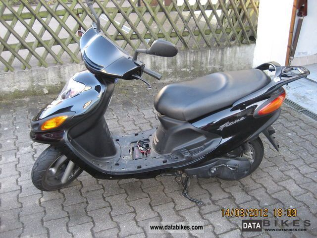 2004 MBK  Flame XC125F Motorcycle Scooter photo