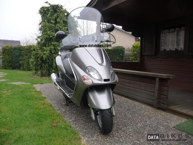 2004 MBK  Skyliner Motorcycle Scooter photo