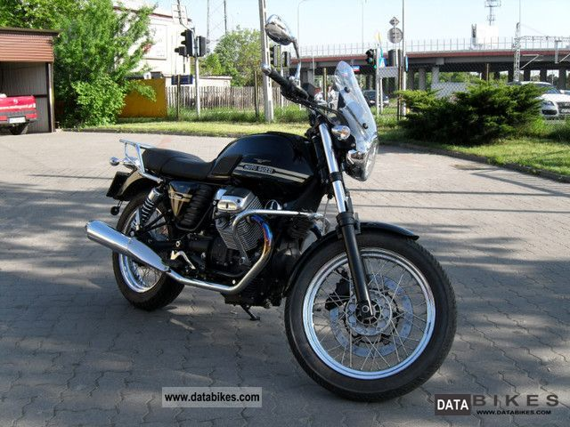 2011 Moto Guzzi  V7 Classic Motorcycle Motorcycle photo
