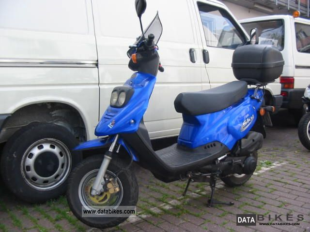 2002 Pegasus  Sky 125 Motorcycle Scooter photo
