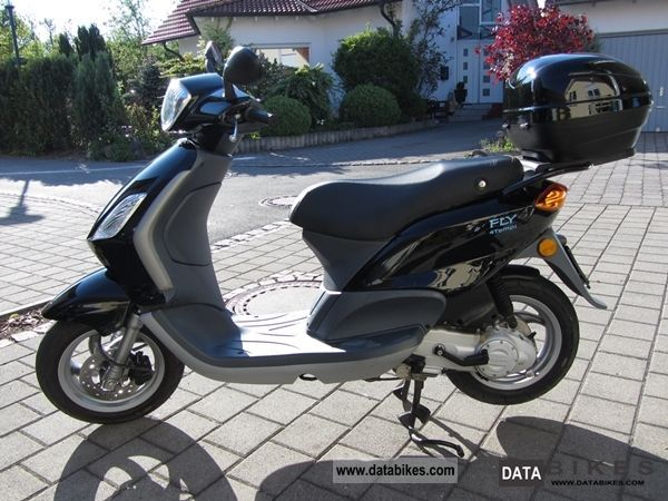 2008 Piaggio  Fly 50 4T Motorcycle Scooter photo
