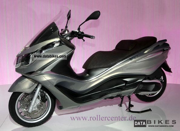 2011 Piaggio  X10 125 Elegance Motorcycle Scooter photo