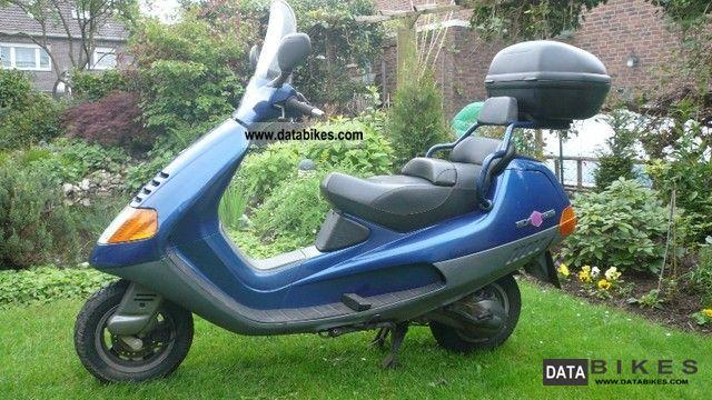 1997 Piaggio  Hexagon Motorcycle Scooter photo