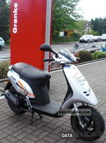 2010 Piaggio  Typhoon 50 Typhoon ** ** well maintained orig. 1740 km ** Motorcycle Scooter photo