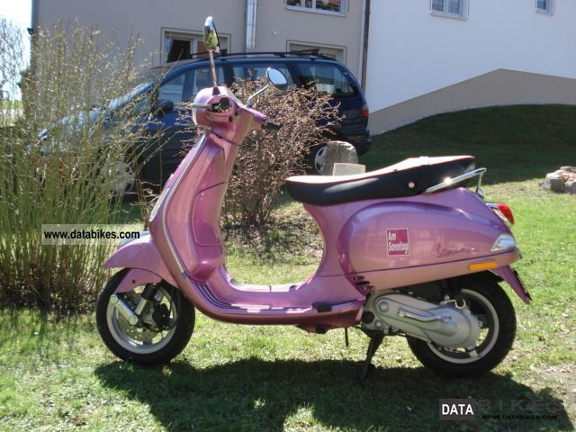 2012 Piaggio  Vespa LX 50 Motorcycle Scooter photo