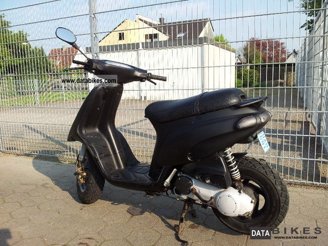 2004 Piaggio  50 tph Motorcycle Scooter photo