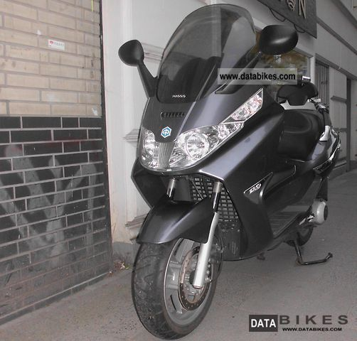 2006 Piaggio  X8 125 Motorcycle Scooter photo