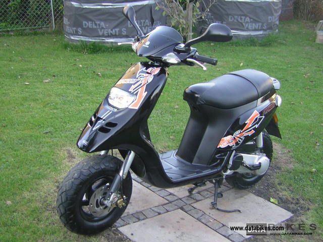 2009 Piaggio  TPH 50 Motorcycle Scooter photo