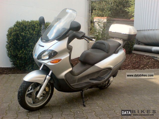 2001 Piaggio  X9 - 125 Motorcycle Scooter photo