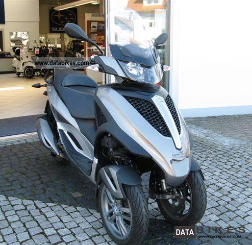 Piaggio  MP3 300LT Yourban 2011 Scooter photo