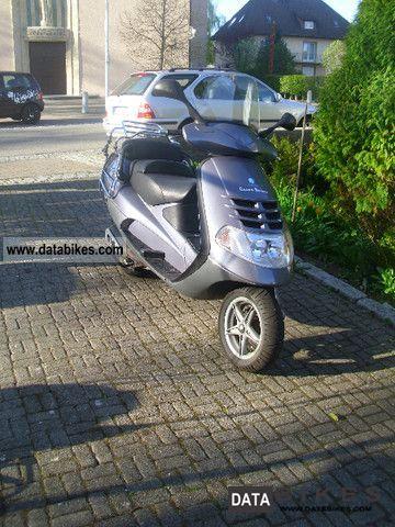 2000 Piaggio  Hexagon Motorcycle Scooter photo
