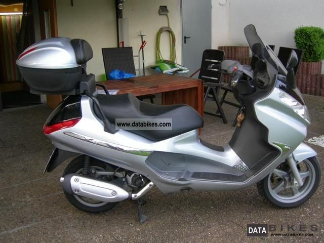 2005 Piaggio  X 8 Motorcycle Scooter photo