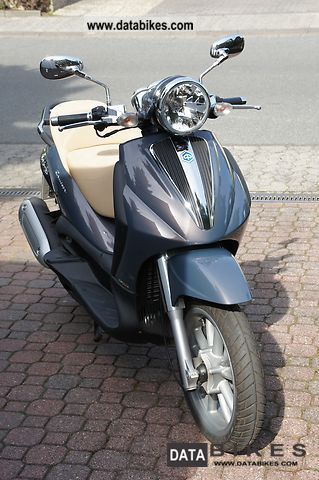 2008 Piaggio  Beverly 250 Cruiser Motorcycle Scooter photo