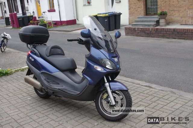 2002 Piaggio  X 9500 Motorcycle Scooter photo