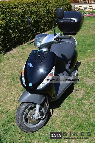 2010 piaggio zip 2 50 moped poss. Black Bedroom Furniture Sets. Home Design Ideas