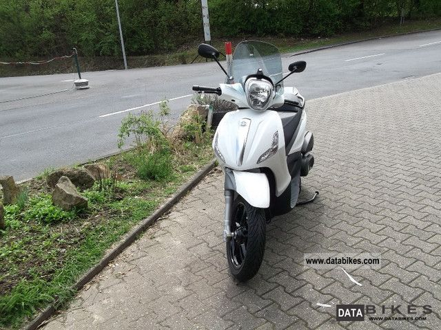 Piaggio  Beverly 350ie Sport Touring 2011 Scooter photo