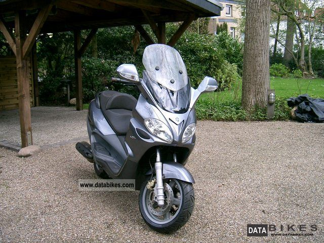 2005 Piaggio  X 9500 Motorcycle Scooter photo