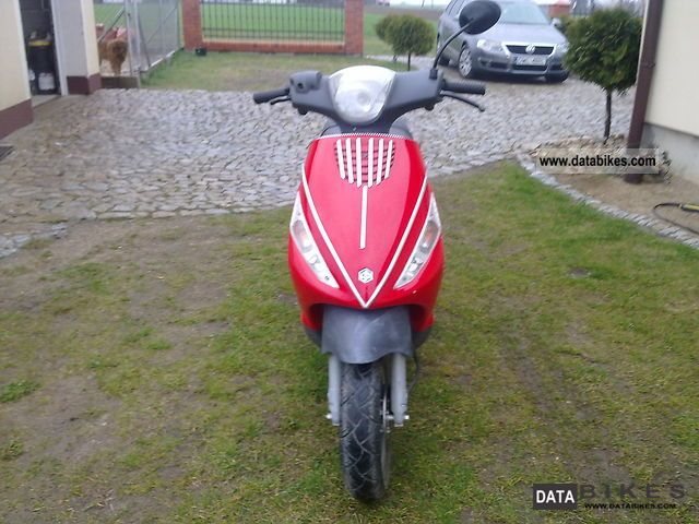 2003 Piaggio  Sprzedam skuter ZIP 4 2003 rok. Motorcycle Scooter photo