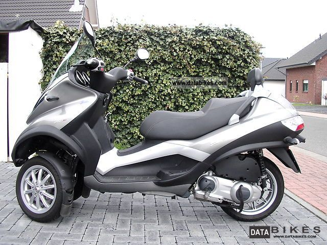 2009 Piaggio  MP 3 Motorcycle Scooter photo