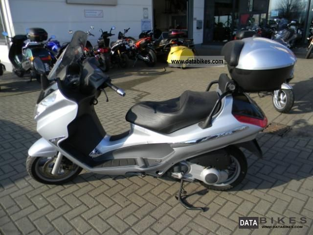 2005 Piaggio  X8 - 125 Motorcycle Scooter photo