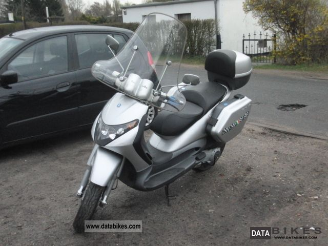 2002 Piaggio  Beverly 200 Motorcycle Scooter photo
