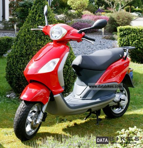 Piaggio  Motorcycles on 2005 Piaggio C44 Fly 50 Motorcycle Scooter Photo