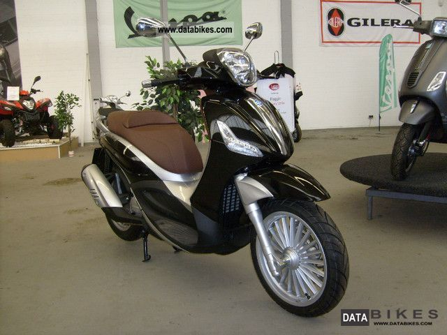 2012 Piaggio  Beverly 125 Motorcycle Scooter photo