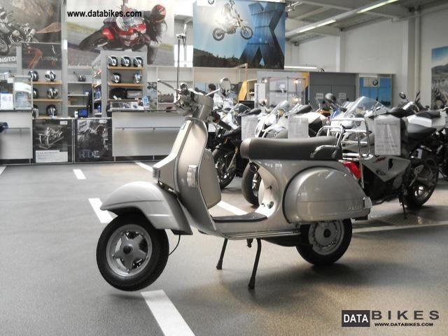 2001 Piaggio  Vespa 125 Motorcycle Scooter photo