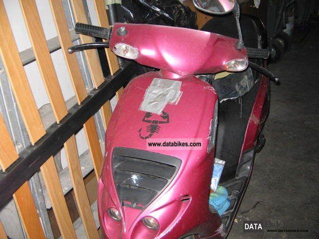 Piaggio  piaggio 50cc 2002 Lightweight Motorcycle/Motorbike photo