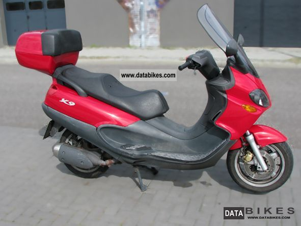 2004 Piaggio  X 9 Motorcycle Scooter photo